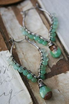 how many sizes of wire to make this  piece? is it four?    Lodestarchrysoprase1  Deryn Mentock