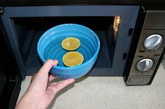 Thank Goodness for this! I can't get the smell from my daughter's bagel bites out! How to Easily Get the Stink out of Your Microwave: 10 steps Bagel Bites, Cleaning Chemicals, Washing Machine, Helpful Hints, Microwave, Household, Ale, Home Appliances, Good Things