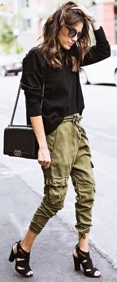 Welcome to stylish casual outfit black top + bag + pants Fashion Idea article. In this post, you'll enjoy a picture of stylish casual outfi. Stylish Winter Outfits, Casual Summer Outfits, Outfits For Teens, Spring Outfits, Stylish Clothes, Black Shorts Fashion, Denim Shorts Outfit Summer, Army Pants Outfit, Summer Denim