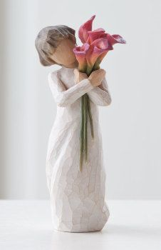This Willow Tree Bloom figurine is designed by Susan Lordi. Features a bloom of calla lillies held by a expressive female. Willow Tree Familie, Tree Sculpture, Sculptures, Willow Tree Engel, Willow Tree Figuren, Willow Figurines, Willow Tree Nativity, Willow Tree Wedding, Calla Lily