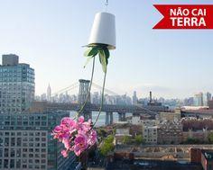 http://www.obravip.com.br/produto/6306-vaso-suspenso-ceramica-pequeno-sky-planter-boskke#.T4Y_Tx6zm1Q.facebook