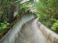 20 1984 Winter Olympics bobsleigh track in Sarajevo 620x465 33 Beautiful But Scary Abandoned Places In The World