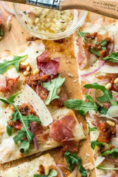 This flatbread pizza is thin and crispy, and loaded with flavor from toppings like prosciutto, arugula and shaved parmesan, ready in no-time flat! Cod Recipes, Cooking Recipes, Sausage Recipes, Skinny Recipes, Healthy Recipes, Healthy Lunches, Flatbread Pizza Recipes, Grilled Pizza, Yum Yum Chicken