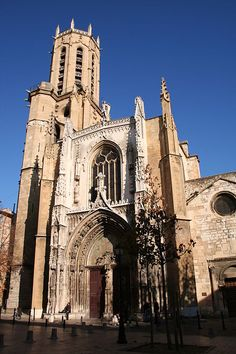 Aix-en-Provence Cathedrale Saint-Sauveur According to the Christian tradition, the first church on the site was founded by Saint Maximinus of Aix, who arrived in Provence from Bethany, a village near Jerusalem, with Mary Magdalene on a boat belonging to Lazarus. Maximin built a modest chapel on the site of the present cathedral and dedicated it to the Holy Saviour (le Saint Sauveur).