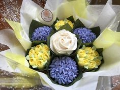 Small lilac and lemon bouquet www.bakedblooms.com
