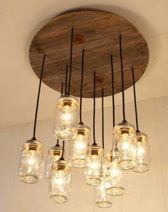 idée de suspension vintage industrielle, ampoules électriques dans des bocaux en verre, suspendues d un touret bois, touret deco a faire soi meme
