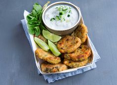 Découvrez notre recette de Galettes de courgettes à la feta et menthe, facile à réaliser et délicieux.