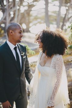natural black wedding hairstyles for the offbeat and on-point Amazing dress, amazing hair - Photo by Rad + In Love via Urban Bush Babes.Amazing dress, amazing hair - Photo by Rad + In Love via Urban Bush Babes. Black Wedding Hairstyles, Black Women Hairstyles, Cool Hairstyles, Dreadlock Hairstyles, Hairstyles 2016, Hairstyle Wedding, Bridal Hairstyles, Natural Hair Wedding, Curly Wedding Hair