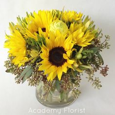 A florist consistently creating beautiful flower bouquets and arrangements for birthdays, weddings, events, funerals, and everyday. Sunflower Centerpieces, Sunflower Arrangements, Wedding Flower Arrangements, Floral Arrangements, Beautiful Bouquet Of Flowers, Fresh Flowers, Mason Jar Hydrangea, Gold Vases, Wedding Images