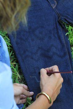 DiY Denim refresher! Bleach dye jeans via theGlamourai