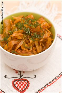 Young cabbage with tomatoes and dill - Polish way