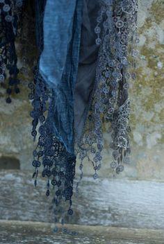 Indigo Blue antique lace scarf on a wall of lichen patina. Azul Indigo, Bleu Indigo, Mood Indigo, Mode Inspiration, Color Inspiration, Shawl Crochet, Crochet Trim, Bleu Pale, Heather Ross