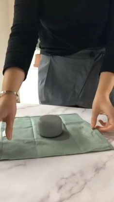 Creative Gift Wrapping, Present Wrapping, Creative Gifts, Japanese Gift Wrapping, Wrapping Ideas, Furoshiki Wrapping, Gift Packaging, Candle Packaging, Gift Wrapping Techniques