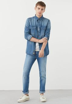 Discover the latest trends in Mango fashion, footwear and accessories. Shop the best outfits for this season at our online store. Denim Button Up, Button Up Shirts, Double Denim Looks, Barefoot Men, Mango Fashion, Men Style Tips, Fashion Advice, Latest Fashion Trends, Spring Summer Fashion