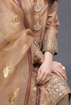 Pakistani Fashion Party Wear, Pakistani Wedding Outfits, Bridal Outfits, Bollywood Fashion, Indian Fashion, Simple Pakistani Dresses, Pakistani Dress Design, Indian Dresses, Simple Lehenga