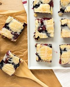 Red, White, and Blue Pie Bars - CPA: Certified Pastry Aficionado Sundae Recipes, Tart Recipes, Easy Cake Recipes, Cream Recipes, Cinnamon Crumble, Berry Crumble, Pie Crumble, Crumble Topping, Cinnamon Rolls