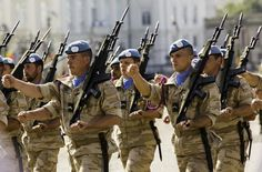 25 februari 2015, MO* - Belgen zijn verdeeld over defensie