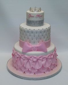 Princess Birthday Cakes: Ideas for Your Party - Novelty Birthday Cakes Quince Cakes, Striped Cake, Novelty Birthday Cakes, Sweet Bakery, Fondant, Cake Decorating Techniques, Princess Birthday, Baby Shower Cakes, Party Cakes