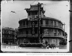 PIN200_Un théâtre de Shanghaï, gardé par la troupe : [photographie de presse] / Agence Mondial - 1932. Bibliotheque nationale de France.