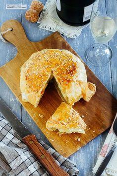 Queso Camembert en hojaldre. Receta con fotografías del paso a paso y recomendacones de cómo servirla. Receta sencilla de botana para compartir...