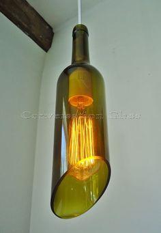 Wine Bottle Hanging Pendant Lamp with Vintage by ConversationGlass - Lámpák - Wein Liquor Bottle Crafts, Lighted Wine Bottles, Bottle Lights, Wine Bottle Chandelier, Bottle Lamps, Bottle Bottle, Steampunk Lamp, Vintage Wine, Vintage Style