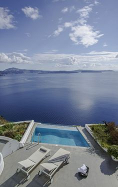 Privacy, a pool and amazing views at the Santorini Secret