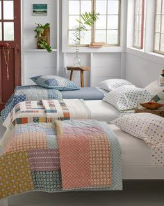 Colorful bedroom decor - Create a welcoming cottage bedroom by mixing and matching colorful pieced quilts Pair them with crisp percale sheets for a welcoming summer feel Fall Bedroom Decor, Bedroom Colors, Home Decor, Bedroom Ideas, Bedroom Designs, Fall Decor, Budget Bedroom, Cottage Homes, Cottage Bedrooms