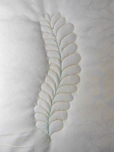 When delving into the world of custom quilting there is one design element that virtually all quilters want to learn to create – feathers! The best part is, with a little practice anyone can create beautiful flowing feathers. Quilting Stencils, Quilting Templates, Longarm Quilting, Free Motion Quilting, Quilting Tutorials, Quilting Designs, Machine Quilting Patterns, Quilt Patterns, Quilt Labels