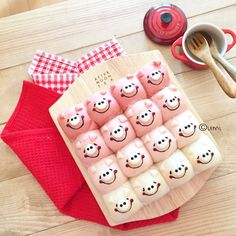 Cute piggy  pink & white pull apart bread by うみ (@umi0407)