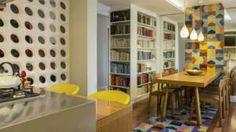 Ladrilho hidráulico é peça-chave em projeto que integrou cozinha e sala de jantar