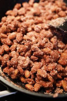 Brændte mandler - Opskrift på lækre hjemmelavede brændte mandler Dog Food Recipes, Snacks, Country, Breakfast, Morning Coffee, Appetizers, Rural Area, Dog Recipes, Country Music