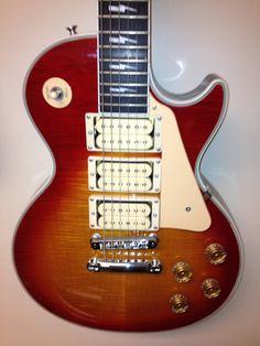 Ace Frehley Signature Gibson Custom Les Paul Guitar Rack, Cool Guitar, Guitar Chords, Acoustic Guitar, Guitar Chord Progressions, Guitar Painting, Ace Frehley, Guitar Collection, Gibson Les Paul