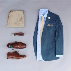 Back to earth tones..I'm addicted.  I'll try to mix the color pallet this week but I won't give any promises. Is there any color your addicted to wearing right now?  Tie & Pocket Square: @neckandtieco  Lapel Pin: @howardmatthewsco  Belt: @ansonbelt  Shoes: @johndoeshoe  Socks: @vybesocks  Cufflinks: @auscufflinks  Shirt: @charlestyrwhitt  Pants: @dockerskhakis