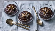 Tom Kerridge whizzes up avocados and bananas to make a silky soft vegan chocolate mousse made with maple syrup for sweetness. Dessert Mousse, Paleo Dessert, Vegan Desserts, Delicious Desserts, Quick Chocolate Mousse Recipe, Vegan Chocolate Mousse, Tom Kerridge, Desserts With Biscuits, Sweet Recipes