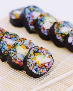 How delicious (and gorgeous) does this rainbow sushi roll look?!