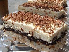 Prajitura cu nuca de cocos, ciocolata si crema - Food and drinks interests Cupcakes, Cake Cookies, Cupcake Cakes, Romanian Desserts, Romanian Food, Romanian Recipes, Cake Recipes, Dessert Recipes, Good Food
