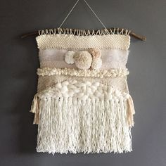 Give a folk and Bohemian touch to your interior with this weaving. Its soft colors and its cozy aspect make it an ideal wall decoration for