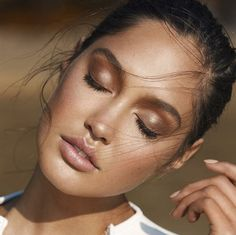 Bronzed make up look.