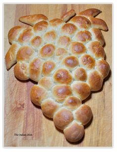 "Harvest Grape Bread - a delicious ""pull apart"" bread you can serve as an appetizer that everyone will love."