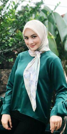 screenshot gallery of hottest popular celebrities Beautiful Muslim Women, Beautiful Hijab, Gorgeous Women, Muslim Fashion, Hijab Fashion, Indian Photoshoot, Muslim Brides, Hijab Tutorial, Foto Instagram