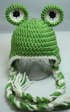 Frog Crochet Earflap Hat, This has good balance and coloring to it. Crochet Kids Hats, Love Crochet, Crochet Funny Hat, Crocheted Hats, Crochet Animal Hats, Crochet Beanie Hat, Crochet Cap, Crochet Scarves, Diy Crochet