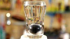 Com apenas um ovo, uma vela e um copo d'água, faça a experiência do ovo de aço em casa!
