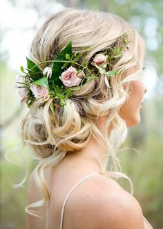 Need some wedding hair inspiration? Start here. #weddinghairstyles