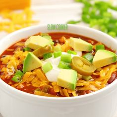 This healthy turkey chili is loaded with beans, veggies, and lean turkey. This easy crockpot turkey chili is perfect for a chilly day or during game day!