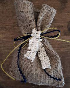 Boho κ rustic διάθεση! #mpomponieres #bomboniere #boho #rustic #burlap #λινατσα #handmade #wedding #weddingfavors #baptism #christening #lovedropsevents #χειροποίητο #γαμος #βάφτιση #weddingingreece Find Us On Facebook, Events, Boho, Happenings, Bohemian, Bohemia