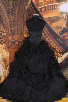 What does a gothic wedding dress mean precisely? Well, although definite images may come to mind it all depends on who is thinking about it really. There is no one gothic design that all brides who choose to go a little (or a lot) gothic in their ceremony choose over every other design and idea out there.