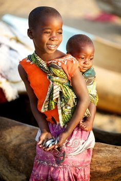 Child carries her sister in Malawi / photo by Kieran Dodds