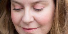 Le corail aux joues pour un makeup printannier avec le blush Clementine de Lily Lolo ! http://www.ayanature.com/fr/fards-a-joues/312-blush-mineral-tons-peche-lily-lolo.html#/couleur-clementine_pche_ros_mat