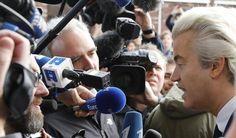 "Geert Wilders kalah pemilu  Politisi Belanda sayap kanan Geert Wilders dari partai PVV berbicara pada media setelah pemungutan suara dalam pemilihan umum di Den Haag Belanda (15/3/2017. REUTERS)  Geert Wilders Pemimpin Partai untuk Kebebasan (PVV) yang anti-islam mengucapkan selamat kepada Perdana Menteri Belanda Mark Rutte atas kemenangannya dalam pemilihan parlemen Rabu (15/3). Ia menjanjikan oposisi parlemen akan bersikap keras jika tidak berhasil di koalisi. ""Saya lebih suka menjadi…"
