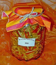 Eingelegte Zucchini, ein raffiniertes Rezept aus der Kategorie Vegetarisch. Bewertungen: 35. Durchschnitt: Ø 4,4.